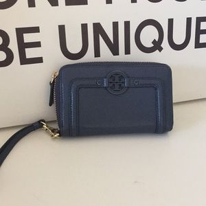 Tory Burch wristlet in navy